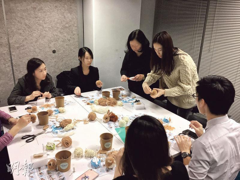 黃玉婷開設的工作坊,一般傾向小班教學,每班最多收4至8人。但若是為企業的員工開班,她亦可以每班最多教授30人。