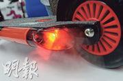 去年推出的滑板車,除能夠模擬電單車引擎聲之外,還加入了將水霧化的設計,以模擬噴出廢氣。
