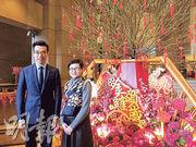 保利置業(香港)市場銷售部主管高藹華(右)表示,龍譽提供開放式戶至4房戶,實用面積由200餘至2000餘方呎。(方可兒攝)
