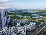 呎價破頂的嘉湖山莊2房戶,位於美湖居2座頂層,享開揚米埔濕地綠化景致,遠眺深圳的高樓大廈。