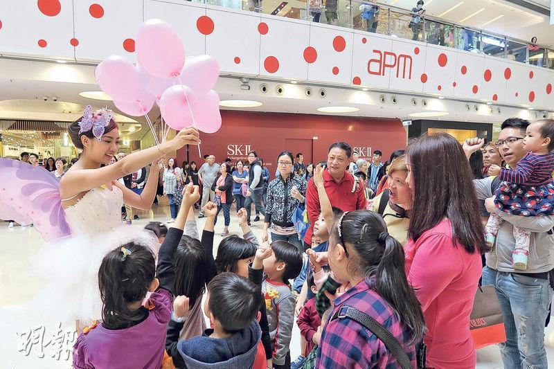 復活節長假期間,apm商場生意額較去年升約10%,當中以特色餐飲、復活節禮盒及娛樂行業較受惠。