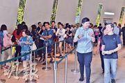 恒地西環翰林峰上周五開價後,過去兩日估計接獲近1200張入票,以本月16日首輪開售63伙計,超額18倍,料發展商最快今日公布加推詳情。(馮凱鍵攝)