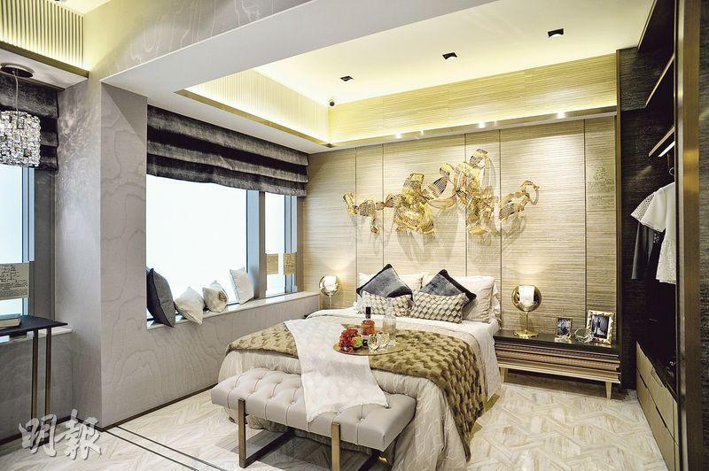 主人套房與毗鄰睡房打通後,擴闊空間,放置雙人牀後,仍可三邊下牀。
