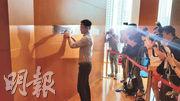 新地昨日亦派代表入標競投錦上路站1期項目,市傳以進取價入標,務求進一步擴展旗下元朗區的版圖。(甘潔瑩攝)