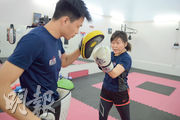Eden(左)兩年前是Anne(右)的泰拳教練,因而結緣,合作創辦泰拳社企,藉此幫助社會上有需要的人。(鍾林枝攝)