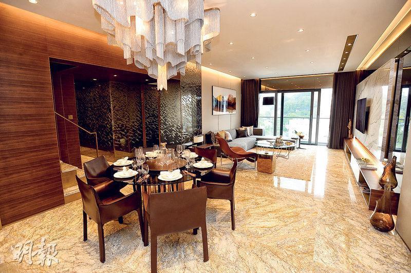 第5座10樓B室——實用面積1733方呎的示範單位,採3房雙套設計,內置樓梯直上天台。