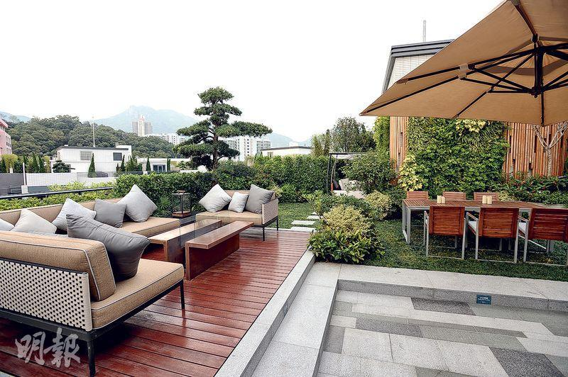 天台鋪設戶外木地板,戶外空間充足。
