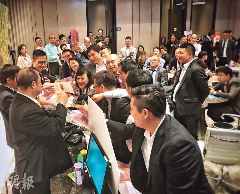 長實荃灣西愛炫美明日首輪發售412伙,昨晚9時截止認購登記。市場估計,項目過去6日接獲逾6500張入票,超額15倍。
