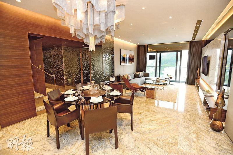 樓盤3房雙套連天台特色戶空間寬敞,客廳外連51方呎露台。