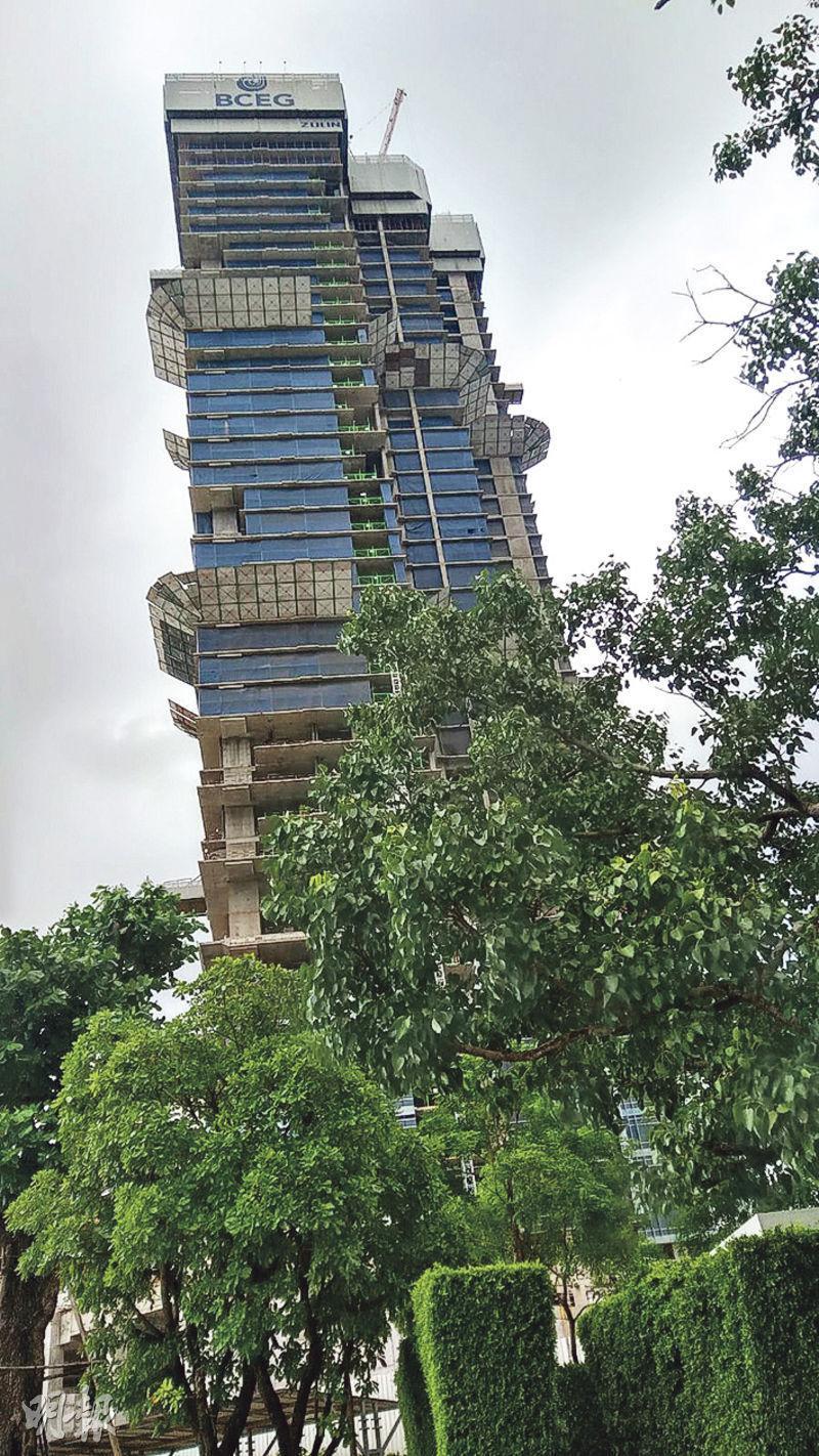 曼谷四季酒店住宅項目共有355個單位,屬在建物業,料於明年第四季落成。(葉創成攝)