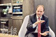 集團執行董事Markus Miele表示,香港單位面積較細,需要調整旗下家電尺寸,迎合本港市場。(馮凱鍵攝)
