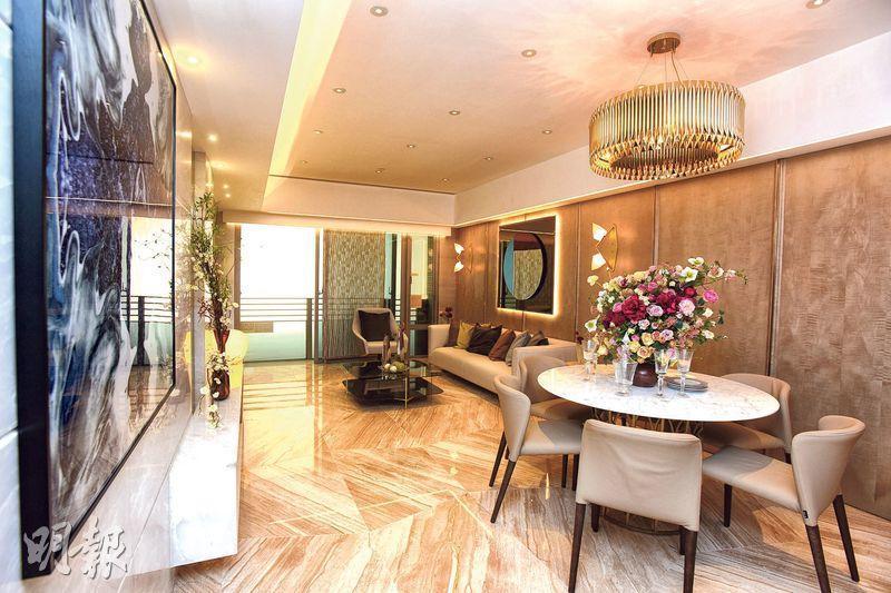 4房單位實用面積1162方呎,長形大廳逾310方呎,以金色及棕色作主調,設計華麗。