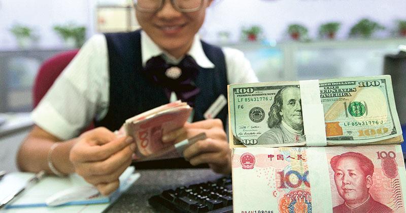 8月份中國外匯儲備為30,915億美元,連升7個月,為2014年6月以來首次。(中新社)