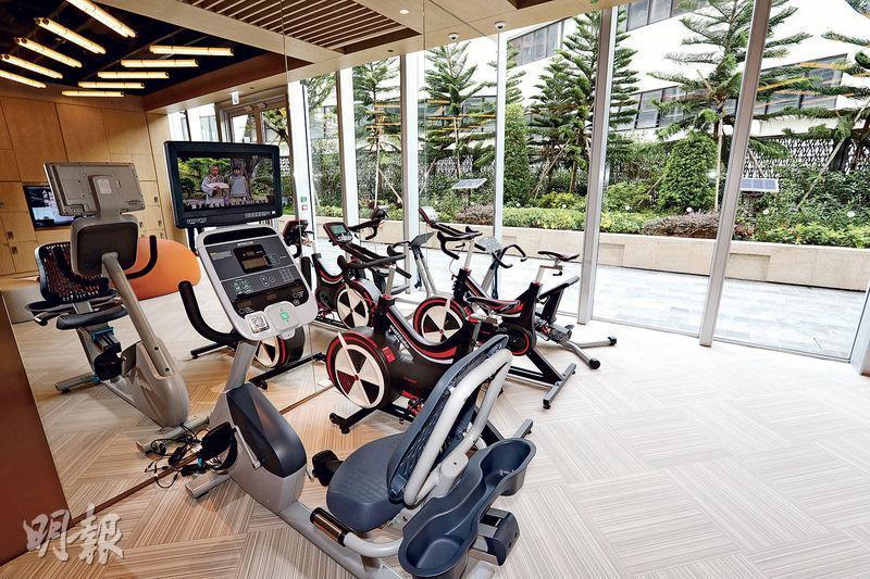 映御住客會所Club Regency面積約1.7萬方呎,設備一應俱全,當中包括24小時健身室,配合不同住戶的作息時間。(郭慶輝攝)
