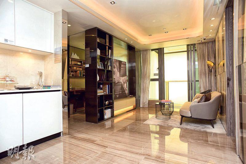 發展商開放一個實用面積546方呎的3房示範戶,為2座28樓B室,單位將連同裝修家俬出售。(攝影 黃志東)