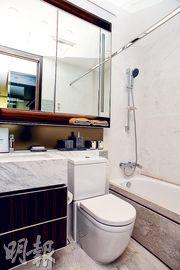 浴室設浴室寶,抽氣之餘亦有抽濕等功能。(攝影 黃志東)
