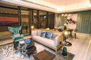 尚珩實用1980方呎示範單位客飯廳以米白色為主色調,亦設有落地玻璃趟門連接露台。