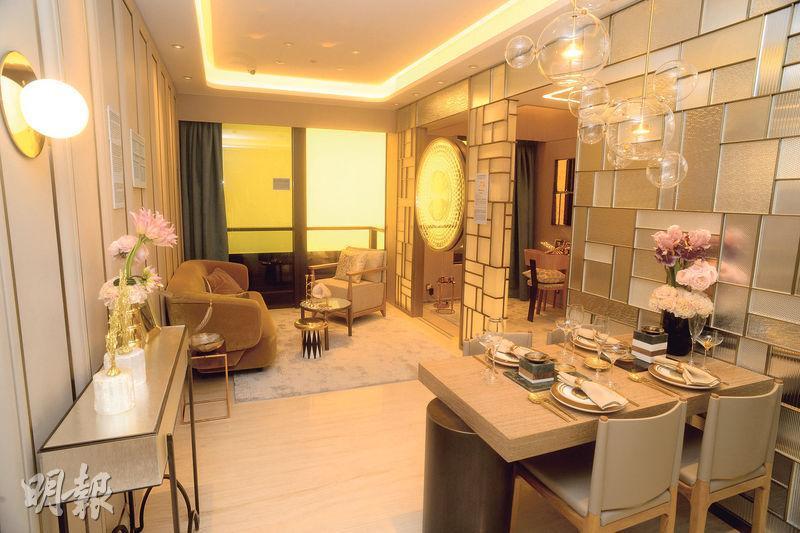 3房1套示範單位以2B座38樓A室為藍本,屬「晉海大宅」,實用面積701方呎,單位客飯廳間隔分明。