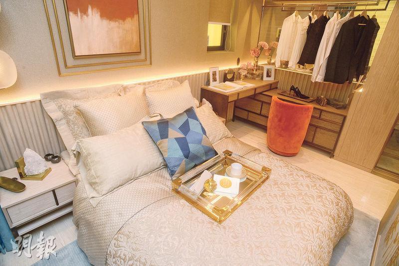 主人睡房設計高雅,可放下雙人牀、梳妝枱及開放式衣帽間。