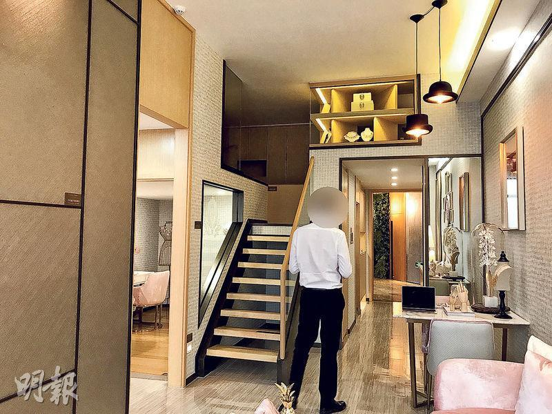 上海公布整治商住房,新購已不能再作「居住功能」,廣州以往不少樓盤示範單位仍設有床位或廚房,遠洋天驕的商住房示範單位內已不再有廚房、床位等設計。(明報記者攝)