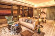 標準分層示範單位客飯廳設有落地玻璃趟門連接露台,景觀開揚。