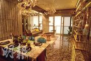 示範單位大廳面積逾200方呎,連36方呎露台,飯廳可放置一張六人餐桌。