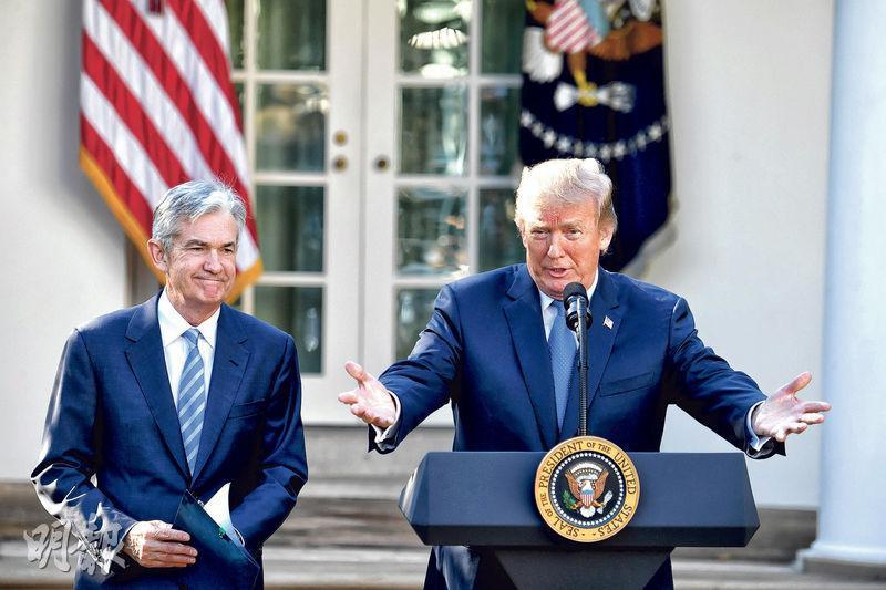 美國總統特朗普(右)昨宣布,任命美國聯儲局理事鮑威爾(左)為聯儲局主席。(新華社)
