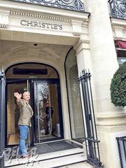 自2005年以來濟貧院的紅酒拍賣由Christie's主持,拍賣行地址位於法國總統府和香榭麗舍大道間巴黎右岸第八區高尚的Matignon大道。