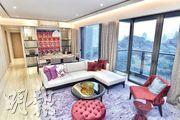 (7座23樓B室)﹕皓畋現樓示範單位設於第7座23樓B室,為4房雙套間隔,實用1477方呎,採橫廳設計,住戶可於大廳欣賞室外翠綠景致。(馮凱鍵攝)