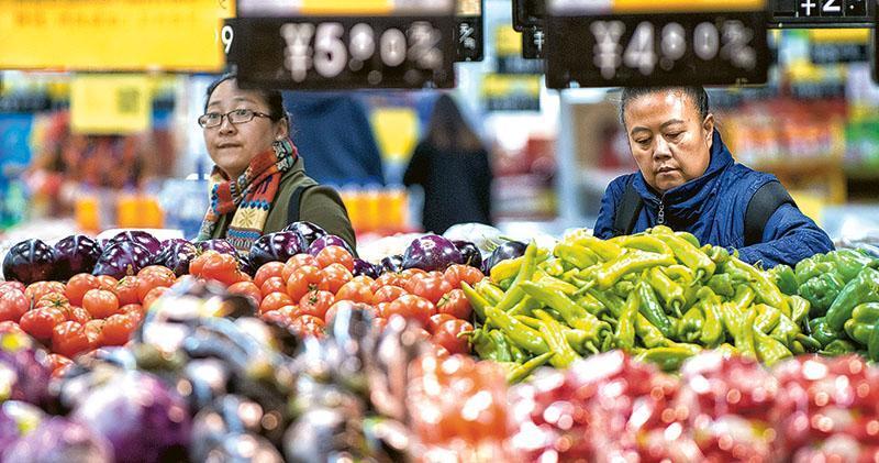 中國10月消費、工業和投資增長速度皆放緩,低於市場預期。經濟師認為,今年首三季經濟增長超標,第四季增長可以放慢。(中新社)