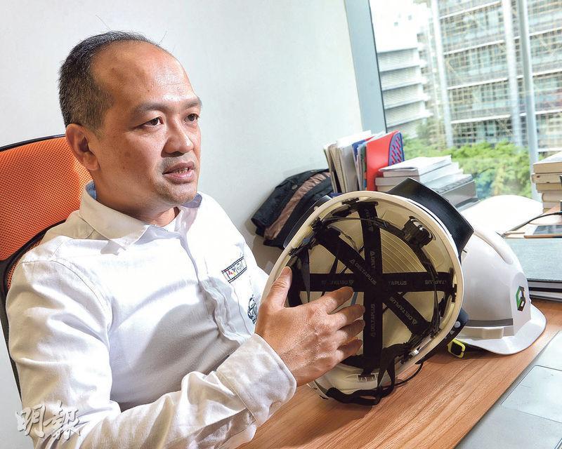 點子建創辦人陳建勇認為,目前科技發展未有為建造業帶來很大幫助,因此成立公司發明智能產品,希望保障更多工人的健康及安全。(劉焌陶攝)