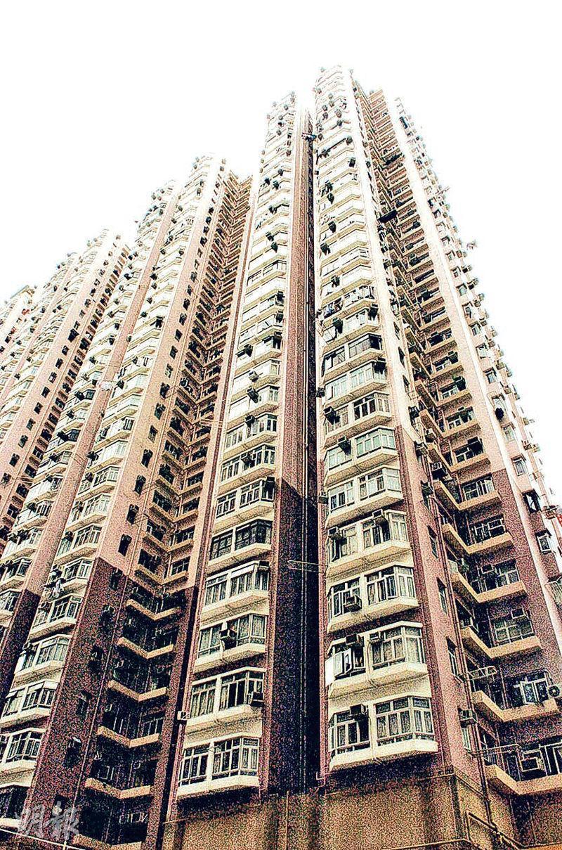 樓齡35年的荃灣中心上月錄得23宗成交,平均成交實呎12289元,實呎創屋苑歷史新高。(資料圖片)