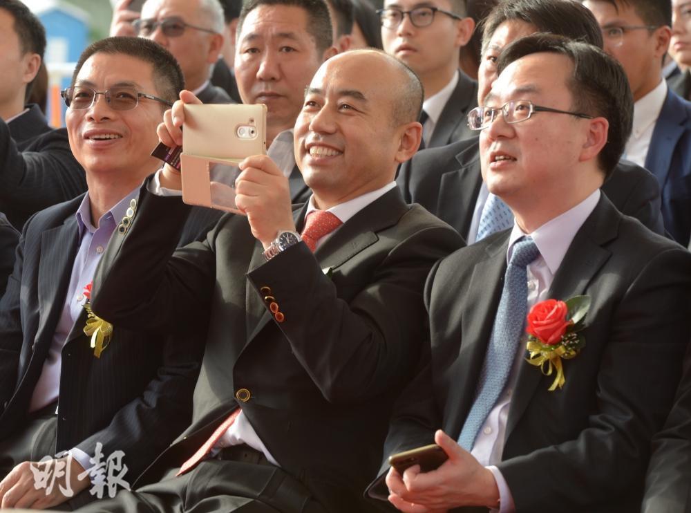 五礦地主席李福利(中)及副主席何劍波(右)。劉焌陶攝