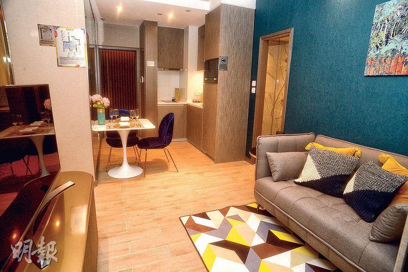 發展商昨日已開放傲凱示範單位,包括實用299方呎的9樓C室1房連裝修家俬單位,物業同樣採用開放式廚房。(劉焌陶攝)