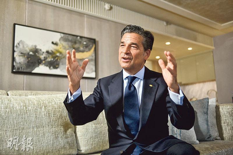 文華東方亞洲區營運總監利查德(Richard Baker)指,他們專注集中經營「豪華酒店」品牌,無意增開新品牌。(馮凱鍵攝)