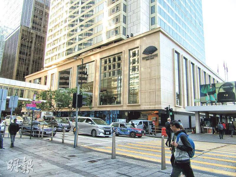 現時文華東方已在亞太區、美國、歐洲和中東地區,經營共31間酒店。一方面會保留原有傳統內容,另一方面會不惜工本翻新及投資,期望予人新面貌。圖為中環文華東方酒店外貌。