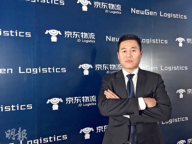 京東集團副總裁、京東物流規劃負責人傅兵表示,京東新物流其中一個核心,是提供一站式供應鏈解決方案,包括倉儲、運輸、配送、客服及售後服務,加快配送速度。