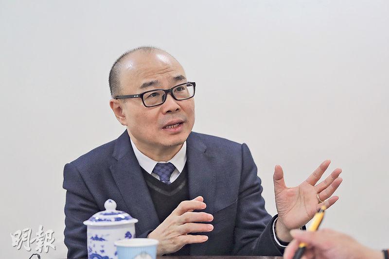亞洲地產主席蔡志忠表示,隨着內地及本港經濟融合,內地資金已成為本港樓市的新興力量,近年內地經濟向好,資金持續湧港,對本港樓市看法十分正面。(李紹昌攝)