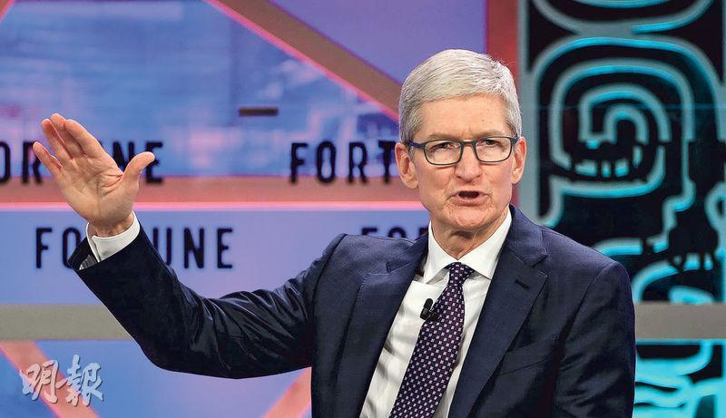 蘋果宣布將從海外匯回大部分資金,計劃未來5年向美國投資逾300億美元,料為美國創造2萬個新職位。圖為蘋果行政總裁庫克。(資料圖片)