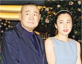 集團近年與創辦人劉鑾雄(左)的太太、大股東「甘比」(右)聯手入市狂掃恒大股份,截至去年底止未變現公平值收益高達99億元。(資料圖片)