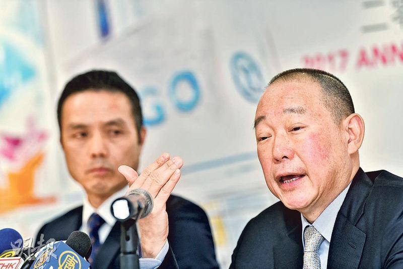 利福國際主席劉鑾鴻(右)稱,對於集團未有派發特別息,主因是需預留現金作未來項目之用,公司亦正尋找適當項目。(馮凱鍵攝)