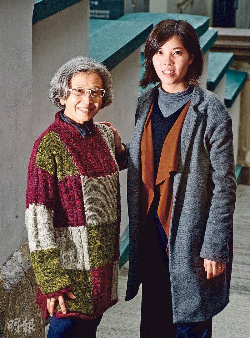香港第一間熟齡模特兒公司老正工作室的創辦人張艾渟(右)希望能夠逐漸消除偏見,改變本地廣告商對年長人士的想法。圖左是該公司的模特兒Stella。(劉焌陶攝)