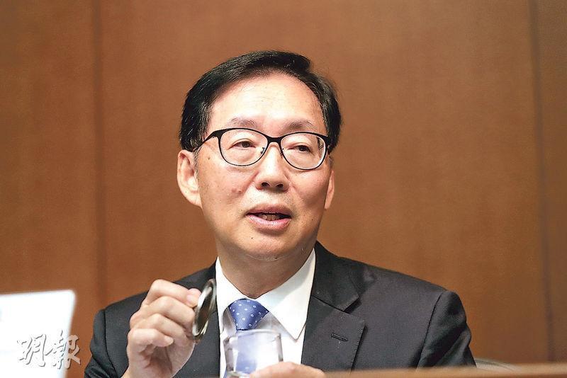保險界立法會議員陳健波稱,政府推出年金,同時可帶動私營年金的需求。