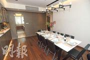 12樓A室示範單位實用1653方呎,飯廳區有充足空間擺放長餐桌,並有一道隱藏式門連接廚房。(楊柏賢攝)