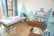 兒童睡房以藍色為主調。(攝影 劉焌陶、楊柏賢)