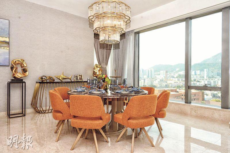 單位下層主要為客飯廳,面積超過650方呎。