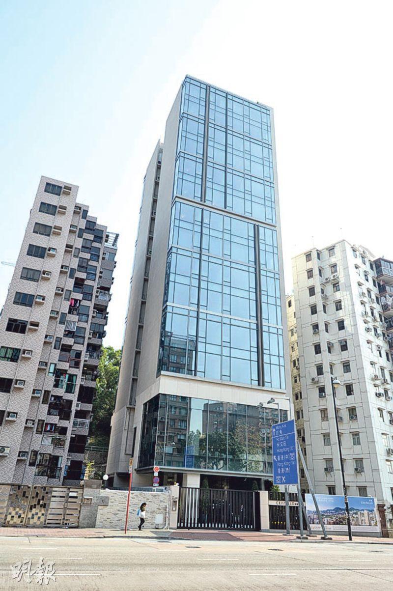 由佳明集團推售的明寓,原由越秀地產持有及興建,並於去年9月由佳明以8.2億元全幢購入,當時實呎約2.08萬元。