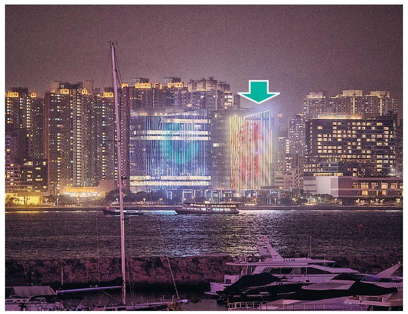 前臨維港的紅磡祥祺中心(箭嘴示,見祥祺字樣)及中國人壽中心設LED外牆,可播放影片,而且廣告位面積大而分外搶眼,祥祺集團現就LED外牆廣告位公開招租,月租約16萬元。(鄧宗弘攝)