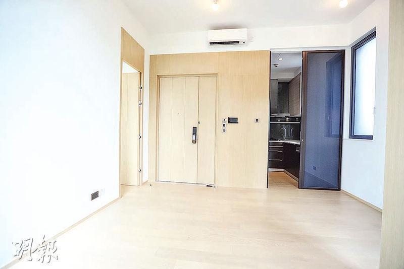 3房連平台特色式戶位處2座高層A室,大廳外連露台,室內光猛通爽。(攝影 郭慶輝)
