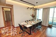 4房雙套單位的飯廳,空間寬敞之外,外連39方呎露台,充分引入天然光線。(攝影 楊柏賢)